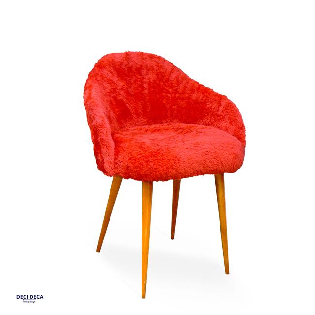 chaise moumoute rouge de ci de a design meubles et objets du 20 me si cle. Black Bedroom Furniture Sets. Home Design Ideas